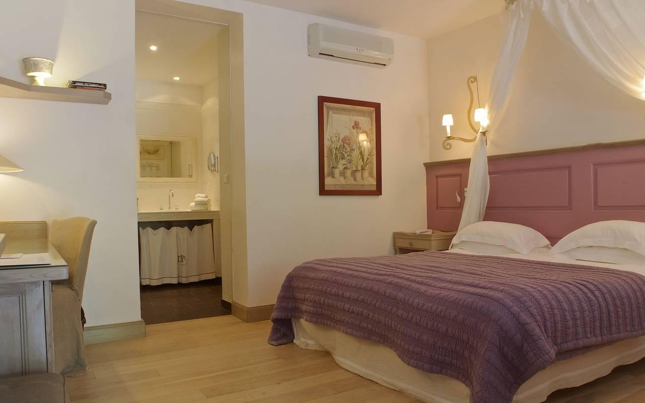 elegant bed hotel Sarlat
