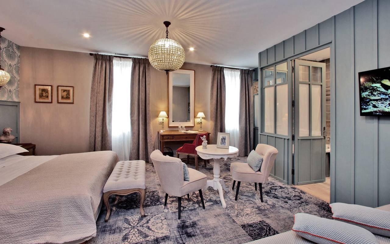 chic room hotel montignac