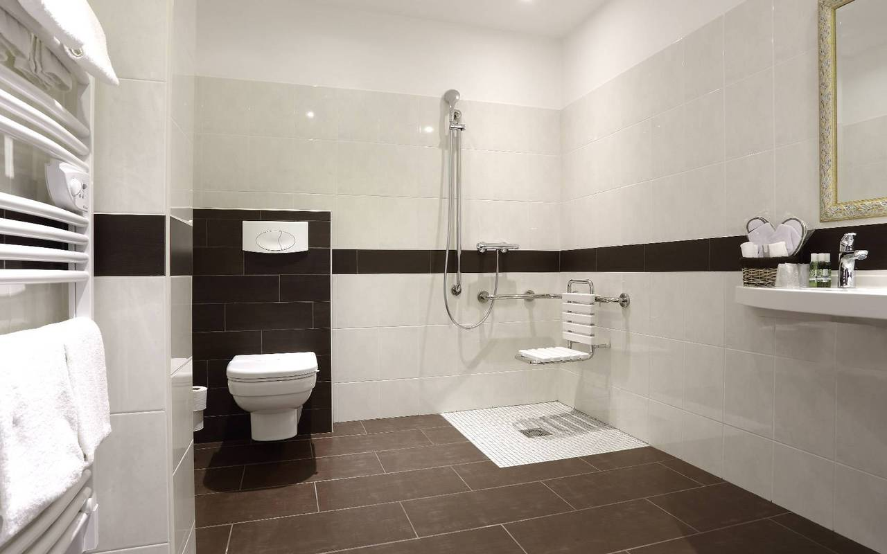 spacious bathroom for person with reduced mobility hotel dordogne