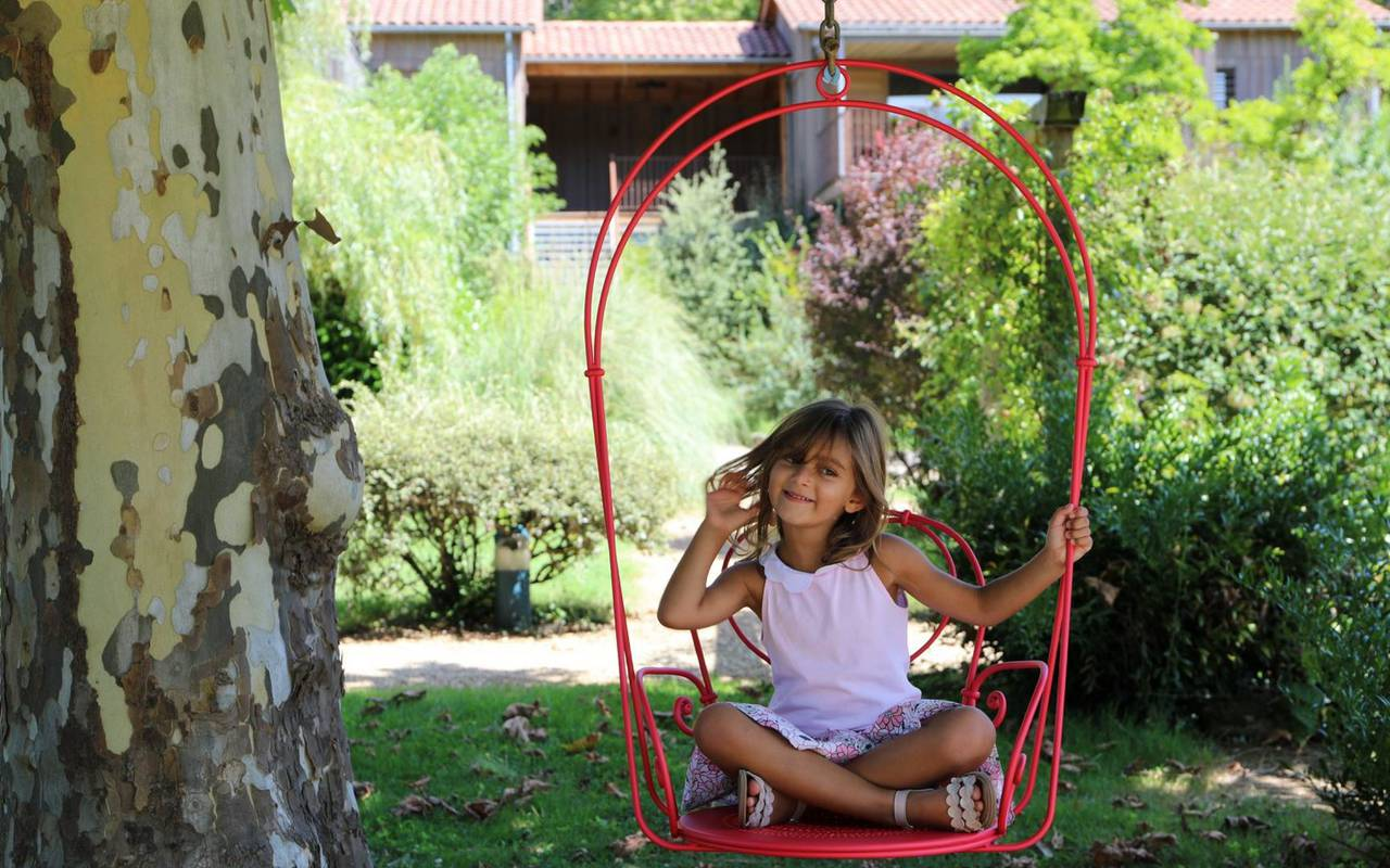 child in a swing holiday sarlat