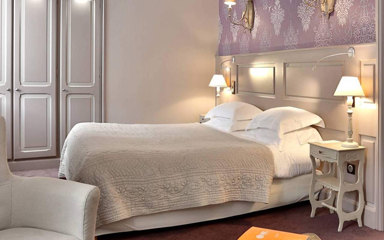 bed in pmr room in hotel spa perigord