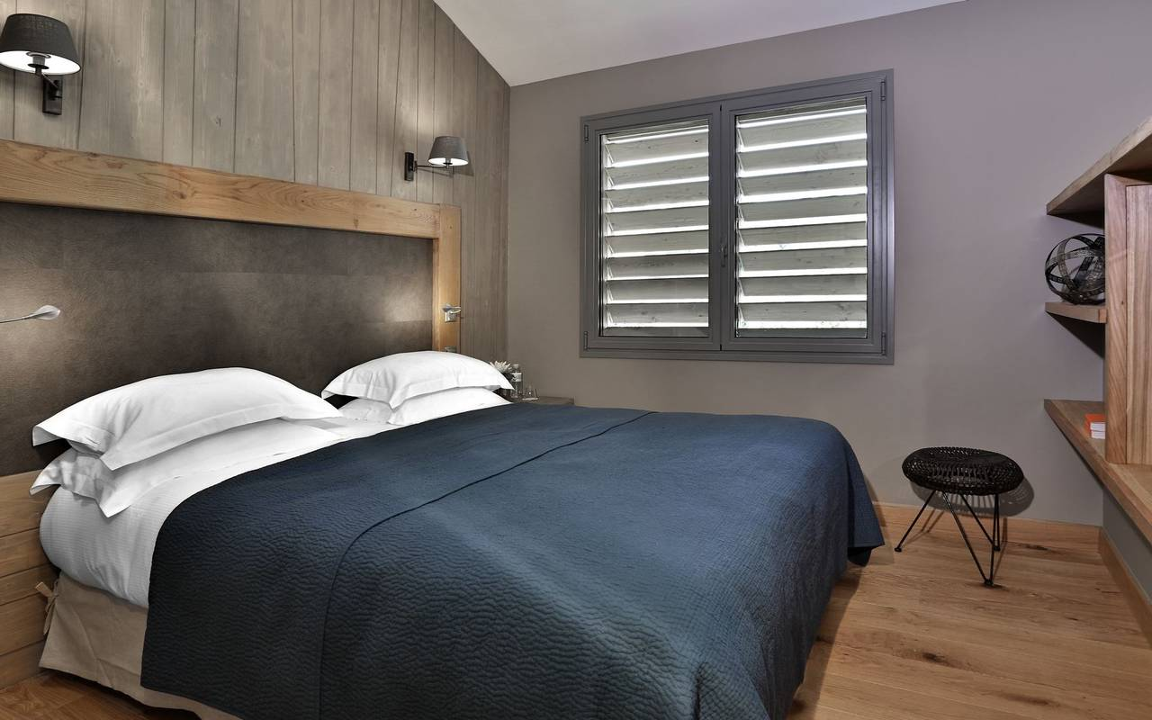 Confortbale bed modern room hotel perigord