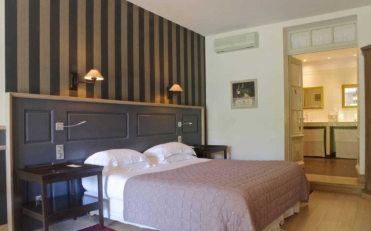 lit confortable hotel restaurant sarlat