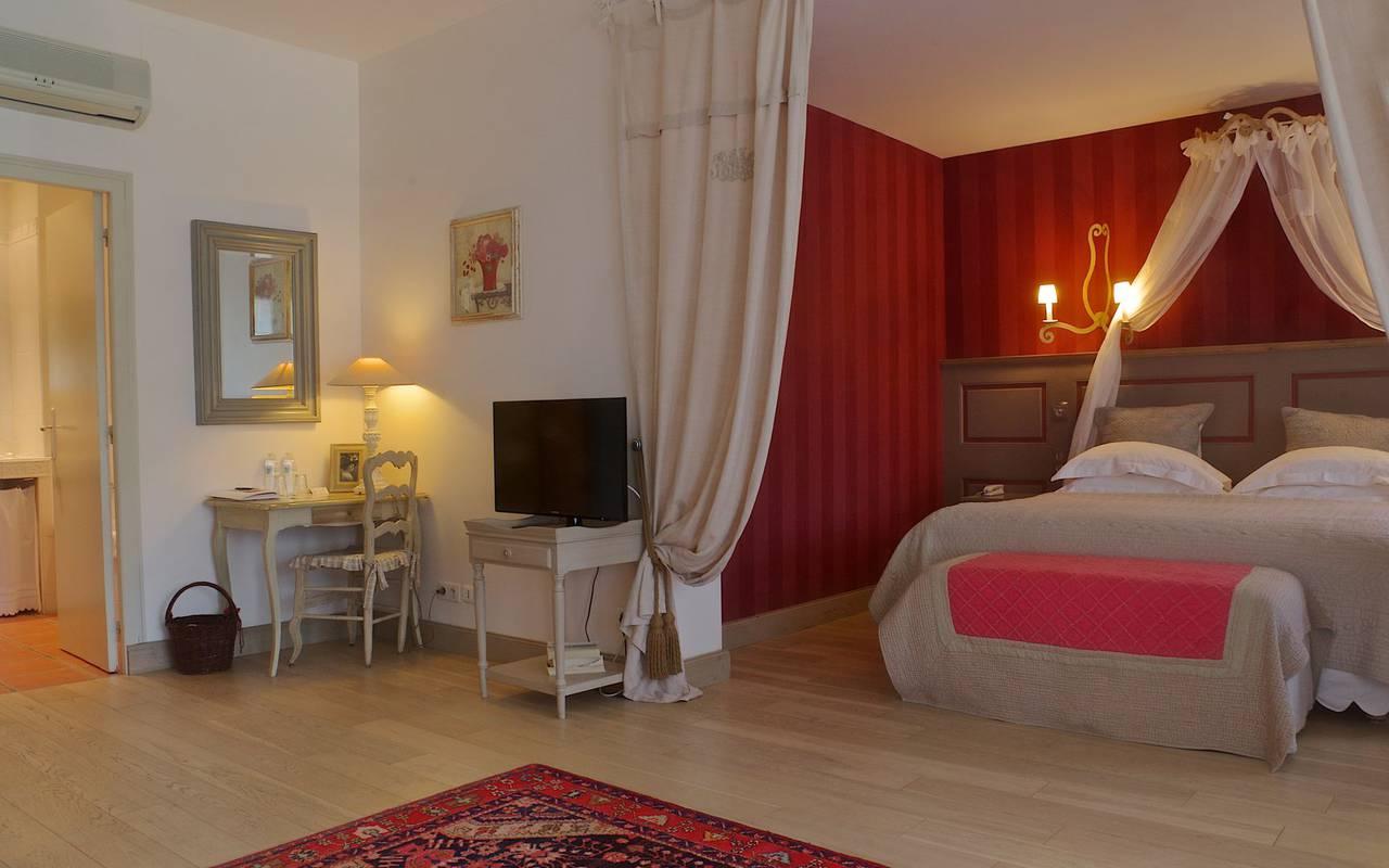 chambre spacieuse élégante hébergement Dordogne
