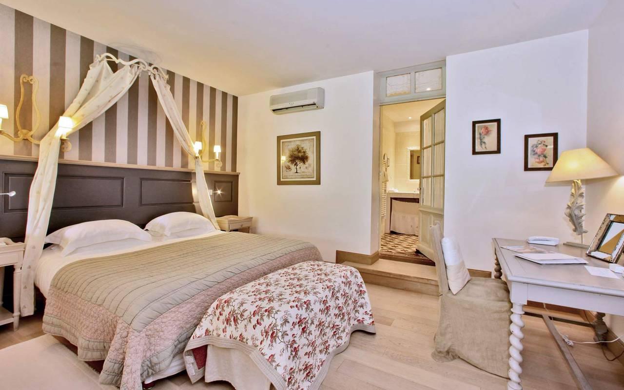 suite élégante hotel les glycines