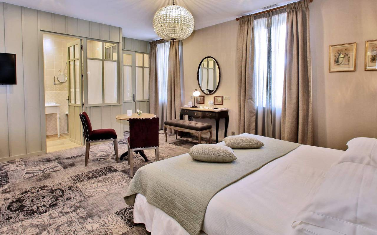 chambre spacieuse hotel montignac lascaux