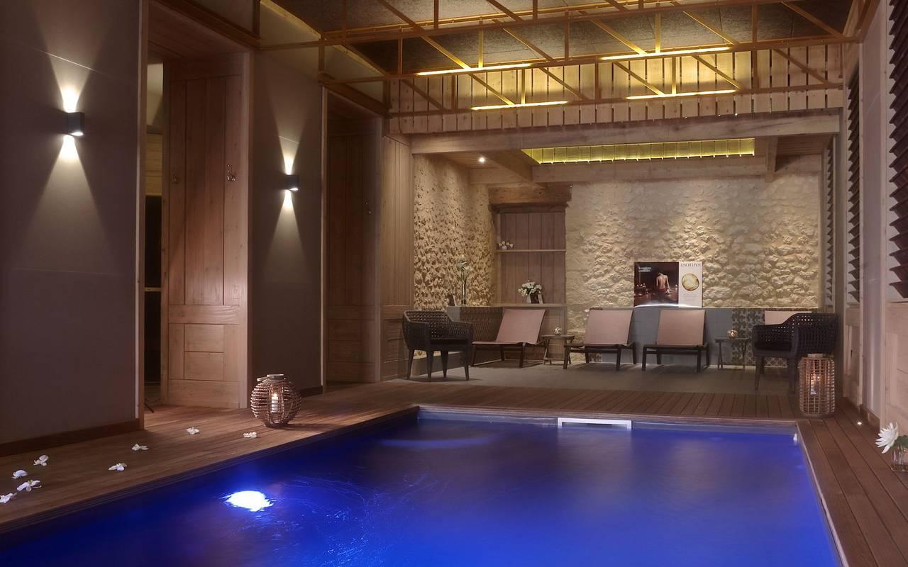 interieur du spa avec piscine sarlat