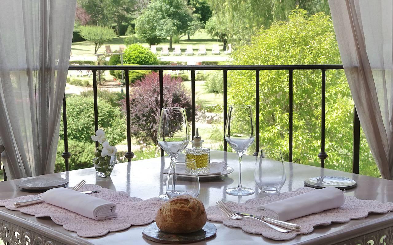 terrasse avec vue sur la nature hotel manaurie