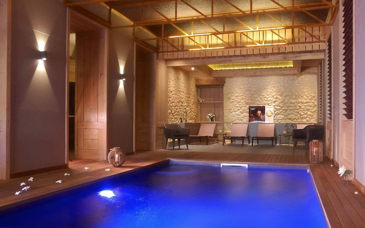 piscine intérieure spa Sarlat