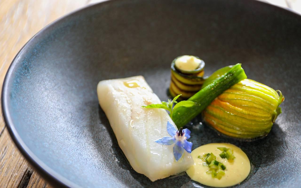 assiette de poisson restaurant gastronomique perigord