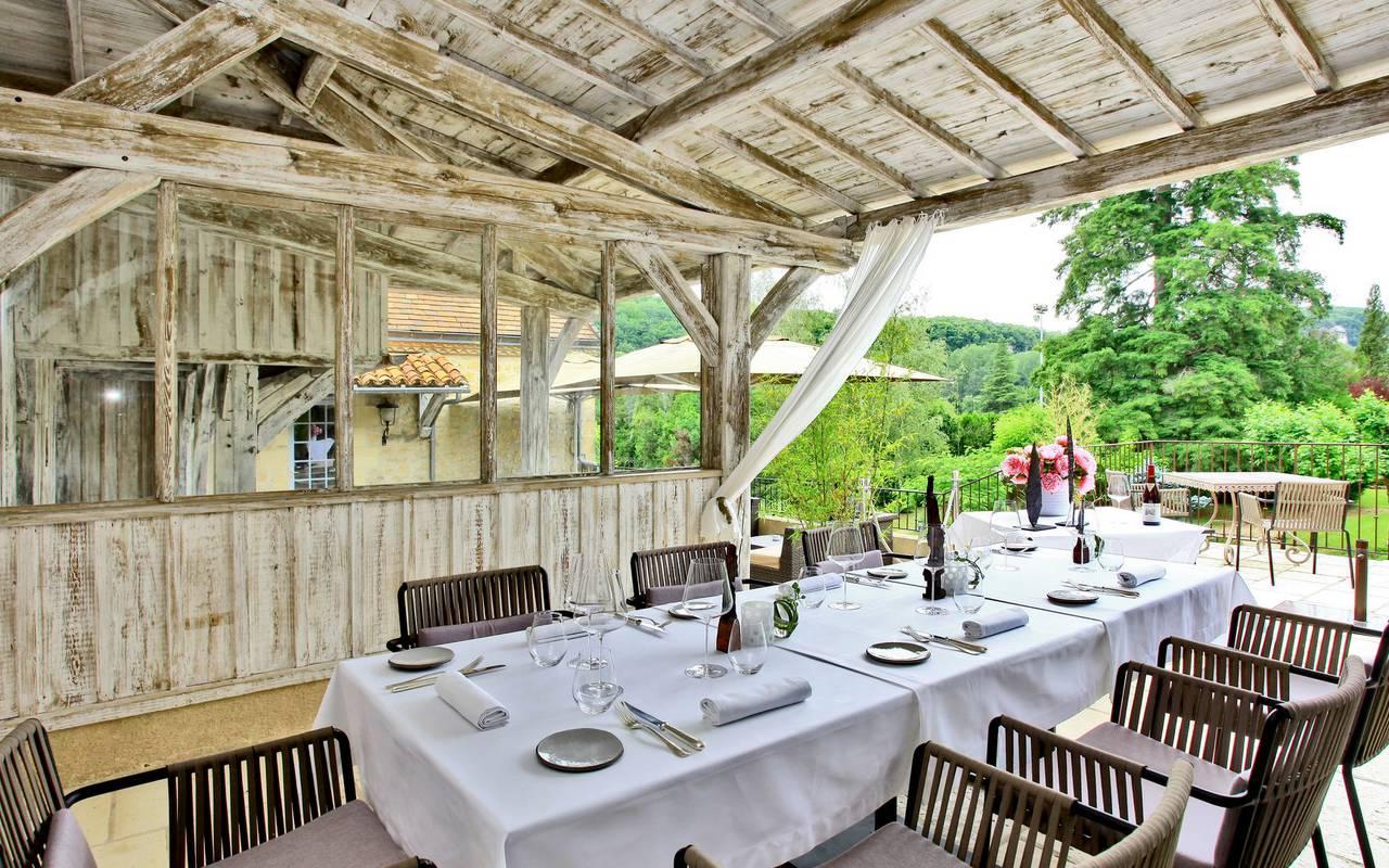 Terrasse de notre restaurant en Dordogne