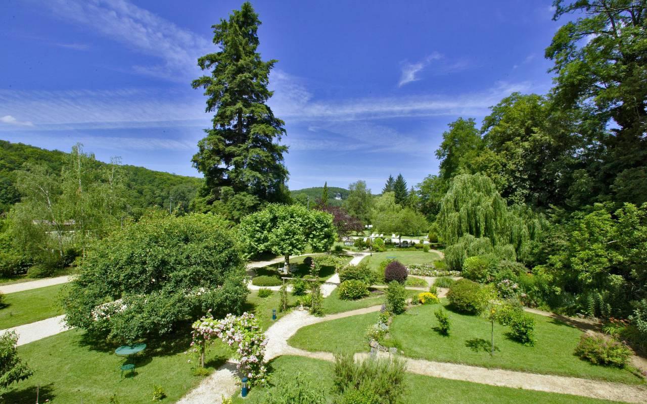 jardin luxuriant hôtel lascaux