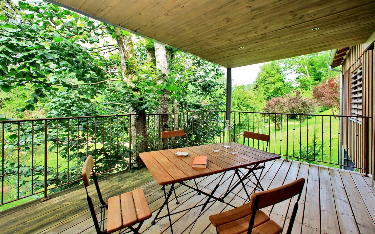 terrasse avec table hotel montignac