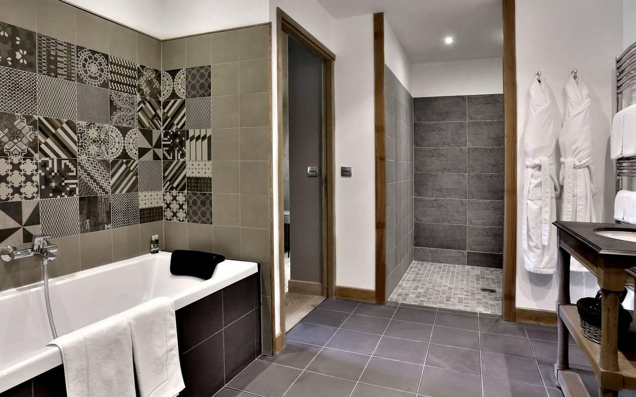grande salle de bain lascaux hotel