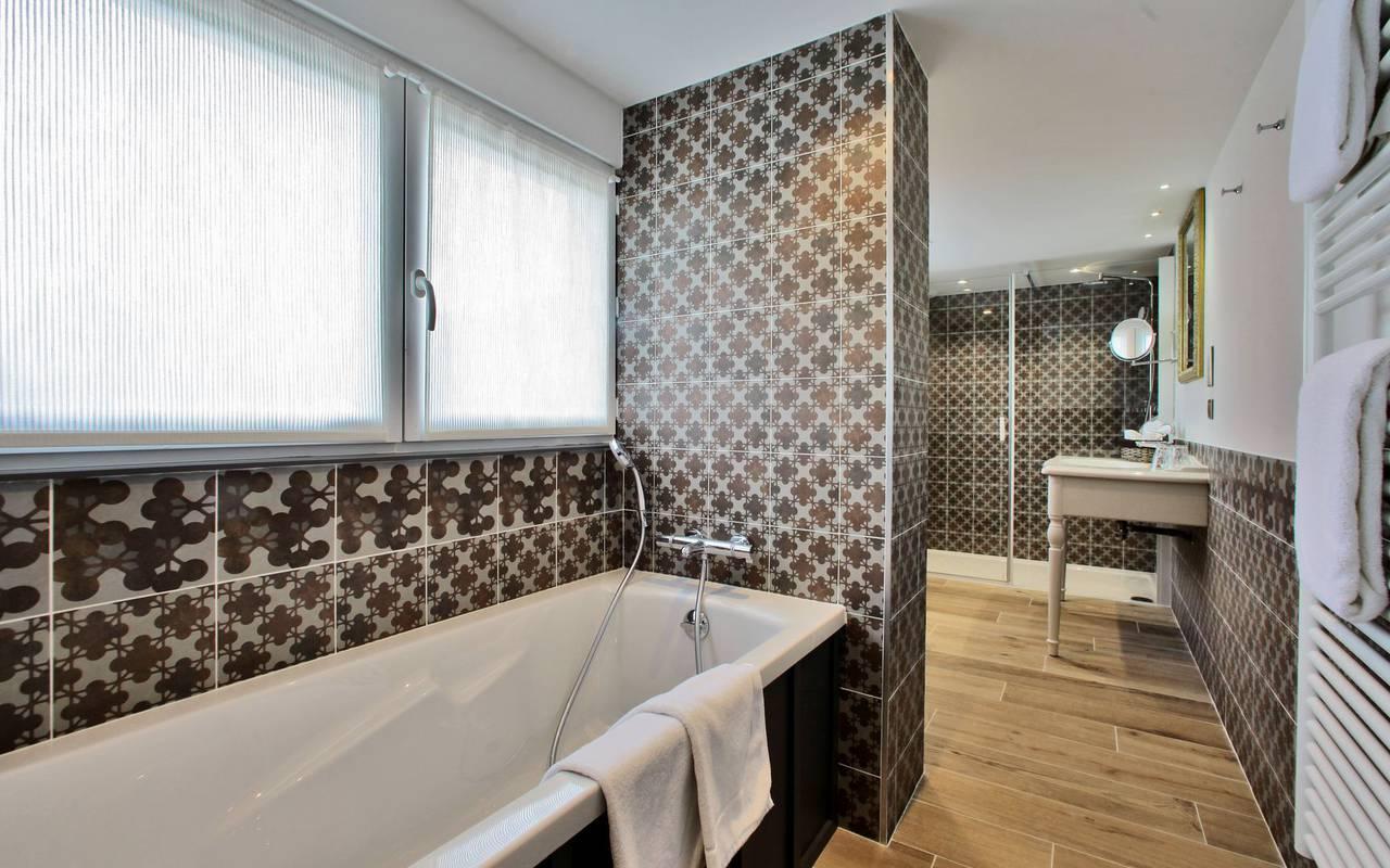 salle de bain hotel restaurant les eyzies de tayac